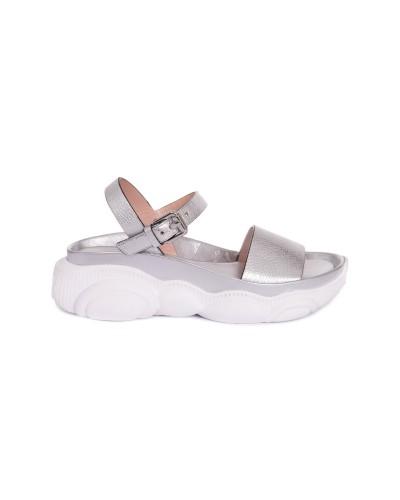 Srebrne skórzane sandały damskie z misiem