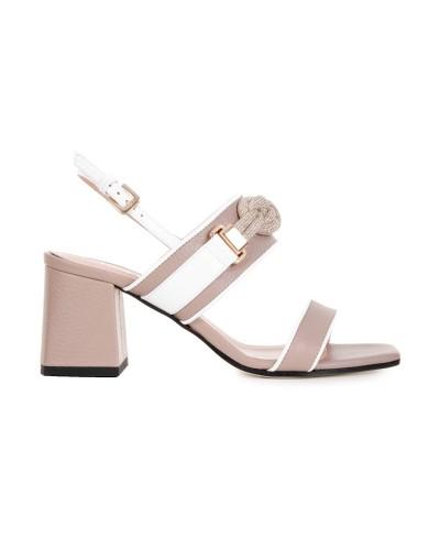 Beżowe skórzane sandały
