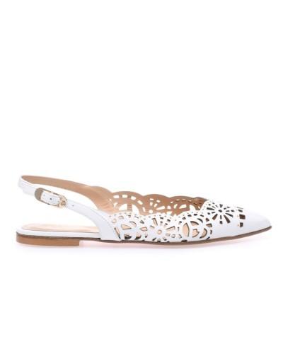 Białe skórzane sandały