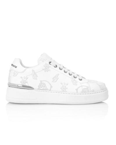 Białe skórzane sneakersy