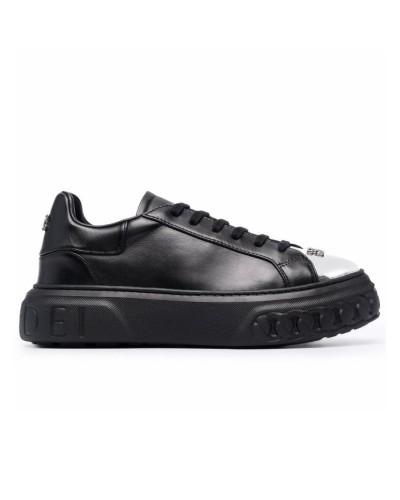 Czarne skórzane sneakersy z blaszką