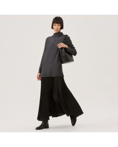 Czarna sukienka z plisowaną spódnicą