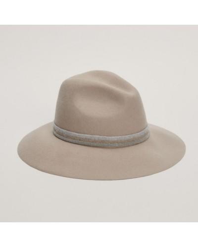 Beżowy wełniany kapelusz