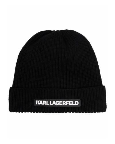 Czarna czapka zimowa