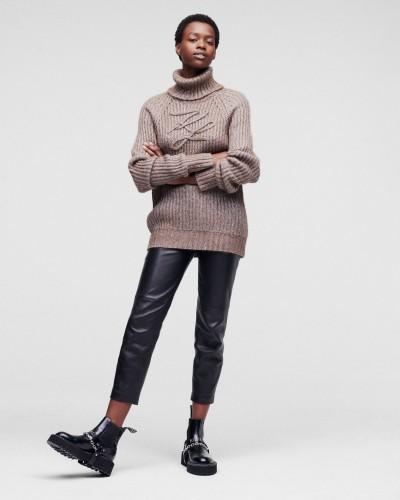 Brązowy sweter