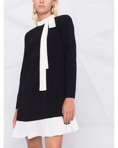 Czarna sukienka mini z kokardą
